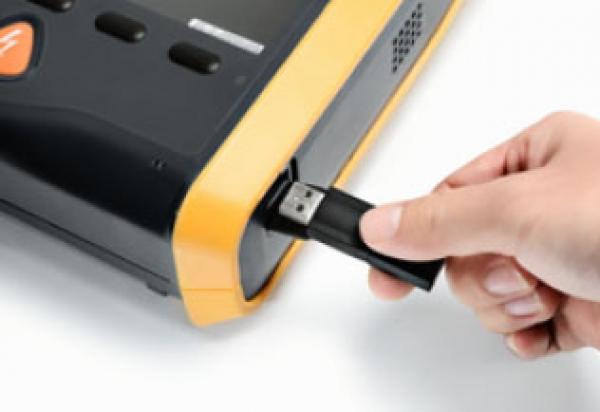 Mindray Beneheart D1 AED uitlezen met USB